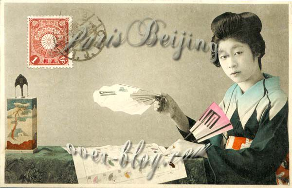 Issues de la collection de carte postale du Caporal Paoli, ces photographies de japonaises, peu vêtues, en kimono, en marinière occidentale... et des bébés japonais sont l'exemple même du fantasme occidental sur les asiatiques. <br /><br />Vous