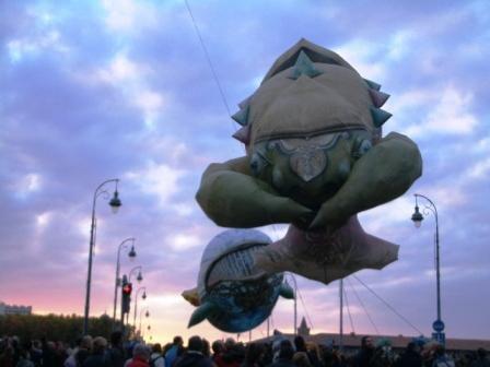 <p>A l'occasion de la candidature de Toulouse pour &ecirc&#x3B;tre capitale mondiale de la culture en 2013, les plasticiens volants nous ont offert un vrai bon moment dans les rues de Toulouse et place du Capitole.</p><p>Du grand spectacle ....</p>