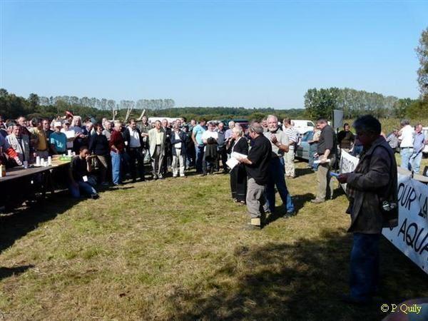 700 bras contre la Jussie le 27 09 08 sur le Mortier de Glénac