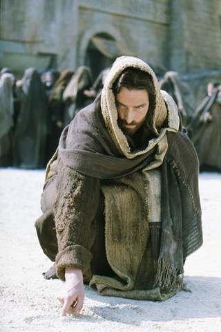 <p>Laissons tomber les mots &quot&#x3B;fils de Dieu&quot&#x3B; et autres inventions de l'Eglise Catholique Romaine.&nbsp&#x3B; Car nous sommes tous des fils de &quot&#x3B;Dieu&quot&#x3B; au sens o&ugrave&#x3B; j'entend ce mot. Nous poss&eacute&#x3B;dons tous une &Acirc&#x3B;me qui vient d'ailleurs. Le Galil&eacute&#x3B;en Ieshoua s'est incarn&eacute&#x3B; pour amener la Lumi&egrave&#x3B;re &agrave&#x3B; l'Humanit&eacute&#x3B; et plus particuli&egrave&#x3B;rement abollir la Loi de Mo&iuml&#x3B;se qui avait perverti l'Enseignement Originel... il est venu remplacer la loi