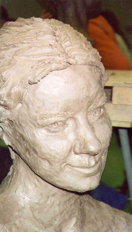 """Aloooors, voici quelques restes de mes loooongues ann&eacute&#x3B;es d'&eacute&#x3B;tudes &agrave&#x3B; l'ecole <a href=""""http://www.ecole-emile-cohl.fr/"""">Emile Cohl</a> de Lyon, une s&eacute&#x3B;rie de sculptures, d'animaux, d'expressions, de corps...<br/><br/>Mais &eacute&#x3B;galement des peintures (en g&eacute&#x3B;n&eacute&#x3B;ral &agrave&#x3B; l'acrylique), quelques portraits et nus (techniques diverses : du pastel &agrave&#x3B; l'aquarelle en passant par l'encre...)<br/>"""