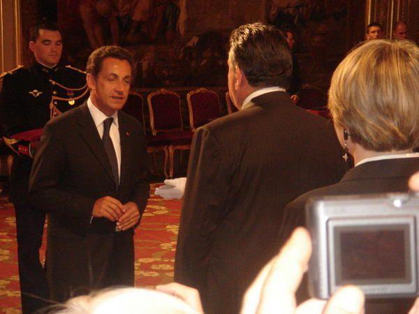 Déplacement au Palais de l'Elysée pour la remise, par le Président de la République, des insignes d'Officer dans l'Ordre national de la Légion d'Honneur