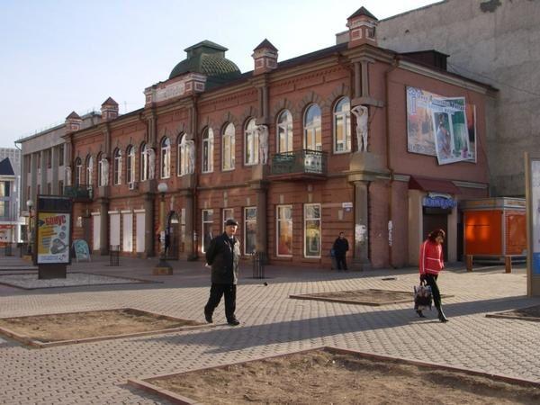 Oulan Oude, la capitale de la Bouriatie, heberge environ 300 000 personnes.