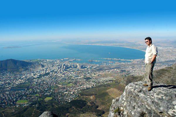 <p>Quelques photo d'un periple de 6000 km en Afrique du Sud.</p><p>Partant de Johannesburg vers le Krugger park en passant par la blyde river canyon.</p><p>Puis Direction le sud en passant par la chaine de montagne du Drakensberg, puis en suivant l'ocean idien a travers la Wild Coast.</p><p>Au Sud, la Garden route et la chasse (photographique) &agrave&#x3B; la baleine &agrave&#x3B; Hermanus.</p><p>Puis Visite Cape town et route de vins...</p><p>PAYS SUPERBE</p><p>&nbsp&#x3B;</p>