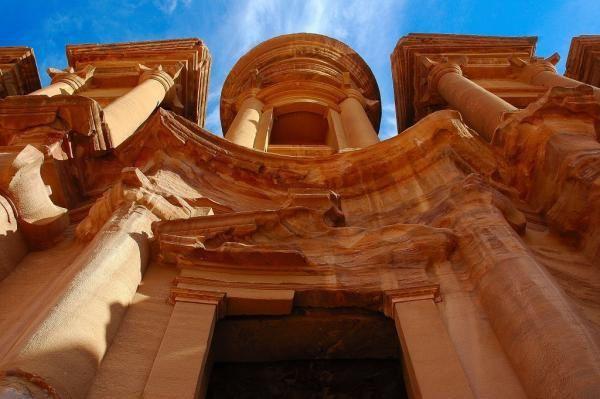 <p>Nous revenons d'un trek en Jordanie,</p><p>1ere etape, Visite de Petra... Indiana Jones et la derni&egrave&#x3B;re croisade vous vous souvenez... et bien c'etait l&agrave&#x3B; le temple de la fin...</p><p>2eme etape, travers&eacute&#x3B;e du desert... le wadi rum... desert des bedouins... sur les trace de Lawrence d'Arabie...</p><p>3eme etape, la mer rouge, akaba, en face l'egype, &agrave&#x3B; droite Israel, &agrave&#x3B; gauche l'Arabie saoudide et nous en Jordanie &agrave&#x3B; regarder les petite poissons dans