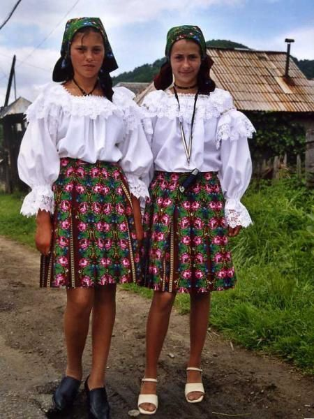 <p>Photos de mon voyage &agrave&#x3B; v&eacute&#x3B;lo en cyclo camping en Roumanie r&eacute&#x3B;alis&eacute&#x3B; l'&eacute&#x3B;t&eacute&#x3B; 2005 avec ma copine&nbsp&#x3B;Laure.</p><p>&nbsp&#x3B;</p>