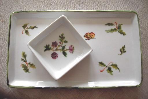 <p>Un bref aperçu de mes dernières réalisations dont le faire-part de naissance de Charlotte, un plat en porcelaine peint...</p>