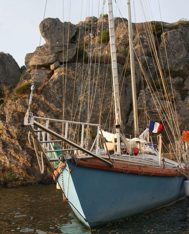 """En me promenant sur le Port de la Roche-Bernard, dans le Morbihan, sur les bords de la Vilaine, j'ai eu un coup de coeur pour un dériveur intégral """"INOX"""" et son skipper Marcel Bardiaux Photos Thierry Weber Photographe La Baule Guérande"""