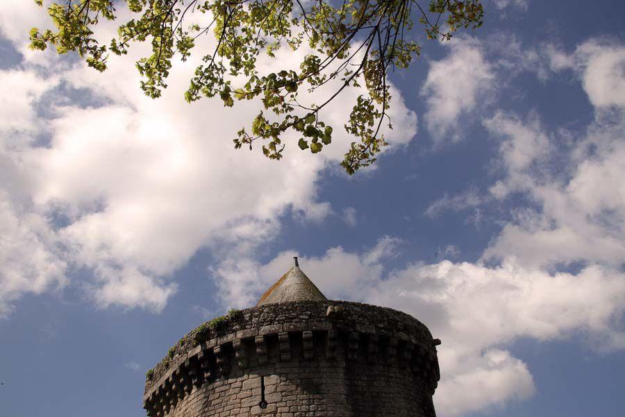 Les remparts de la ville de Guérande au printemps