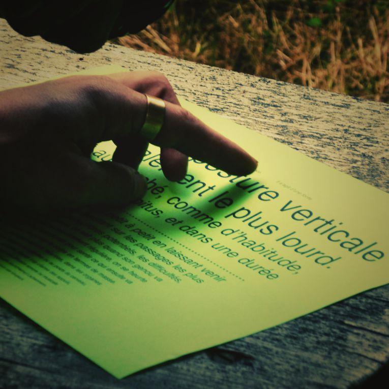 2010, lomographie numérique. Consignes suivantes : le recadrage carré et l'application un script photoshop de style lomographique.