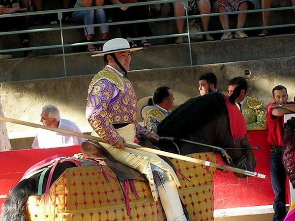 <p>Voici les photographies de la novillada de Tarascon.</p><p>6 novillos de Gallon pour :</p><p>Agustin de Espartinas : oreille et silence</p><p>El Moronta : oreille et deux oreilles</p><p>El Santo : oreille et silence</p>