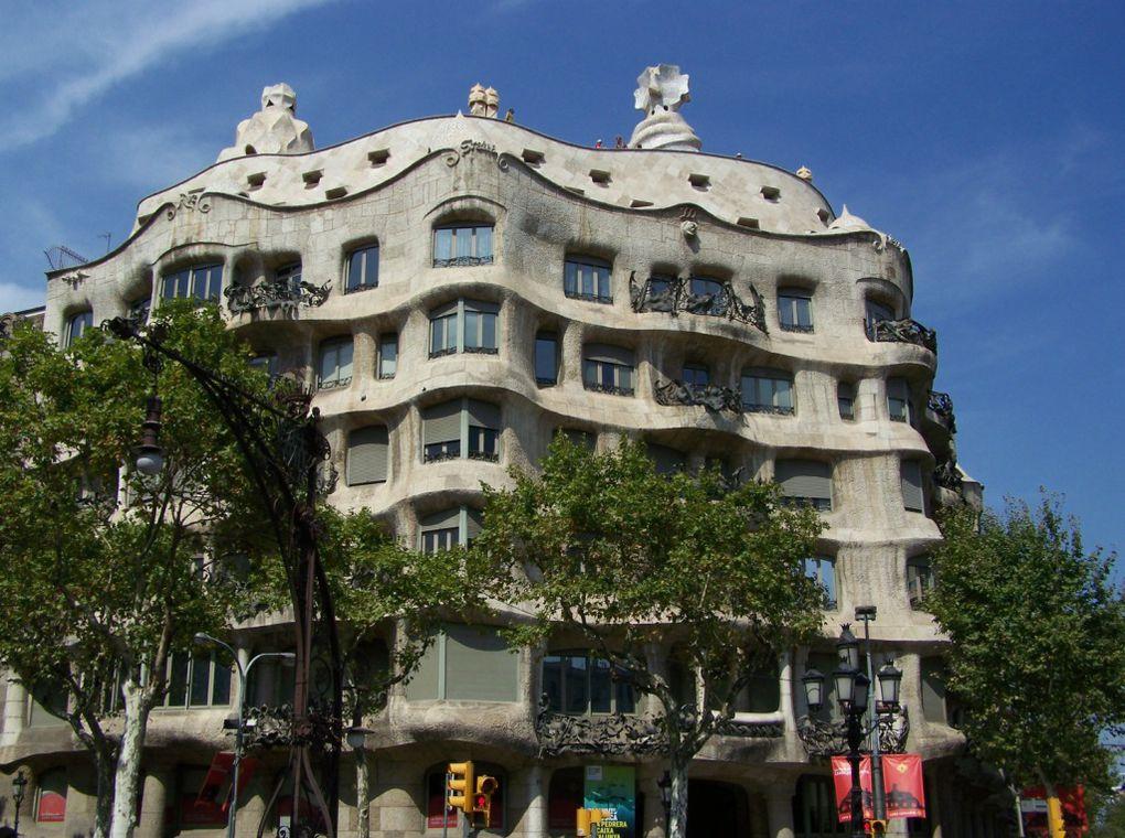 Des oeuvres de Gaudi, des souvenirs de l'Auberge espagnole... et pas que! Revue en images d'un passage estival à Barcelone. Déjà hâte d'y retourner, c'est grave docteur?