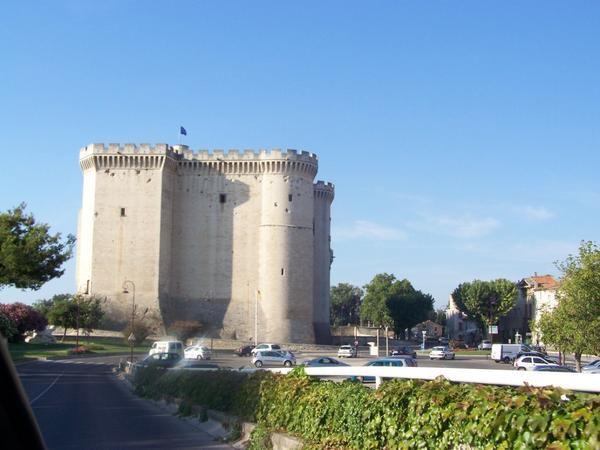 Au menu de notre séjour estival: le pont du Gard, Avignon, les Baux de Provence, un peu d'antiquité à Glanum, des arènes à Nîmes ou Arles, des flamants roses, des taureaux et des chevaux en Camargue, de l'art contemporain déplacé...
