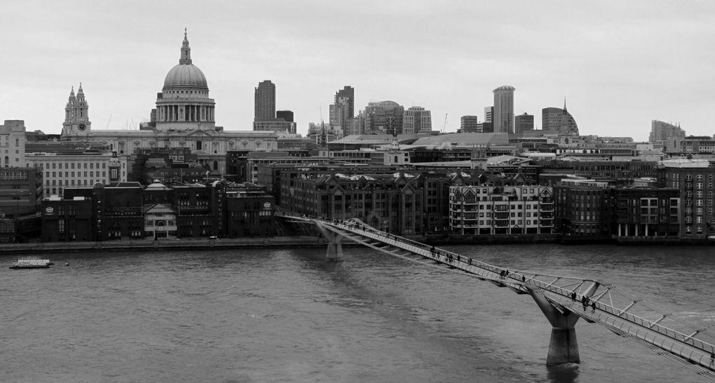 Cabines de téléphone rouges, palais de Buckingham, Baker Street et Abbey Road... sans oublier Big Ben... Comment ça je fais dans le cliché ? Bon, d'accord, mais Londres sans ces clichés, est-ce vraiment Londres ?<br /><br />J'ajoute des photos s