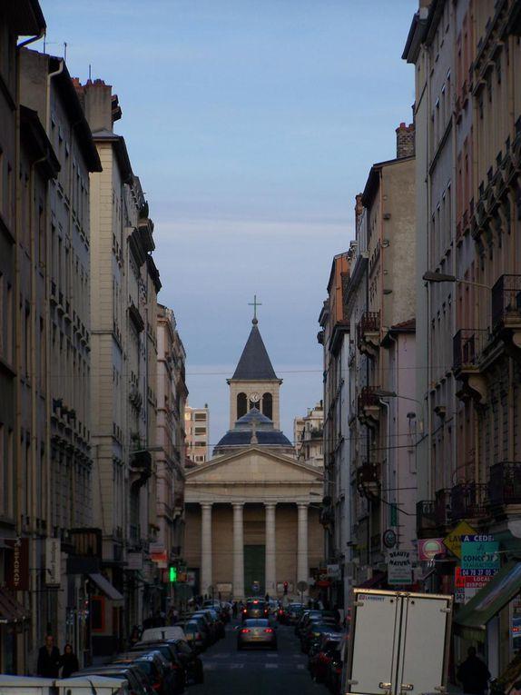 Un petit week-end à Lyon à l'occasion de la Saint Patrick 2007 (d'où la potion verte à découvrir dans l'album...). L'occasion aussi de croiser des manifestants anti-EPR!