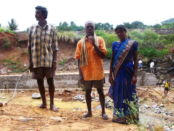 Séjour en Inde pour la construction en toiture d'un condenseur radiatif ou récupérateur passif de rosée comme ressource alternative en eau potable pour cette région du Tamil Nadu. photos Owen Clus