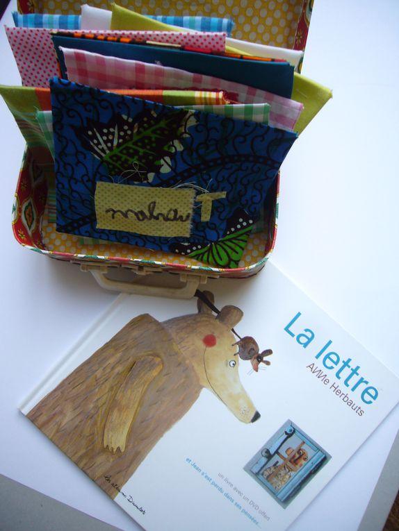 L'Armoire imaginé par l'association PADGO de Marie MoswkaProjet ludo-éducatif de partage de la lecture Zut! a particpé au projet en animant des ateliers de créations textiles au café des Enfants à Lille.2011