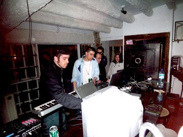 Festival audio-visuel au Club le Rachdingue-17 Mars 2007<br />Ateliers &amp&#x3B; Espace pro - demos - rencontres - Sons et visuels font la fete.... avec Pet Duo - Telenoika- Vj Blndoff - Catrsys-Dj Alberto R - VJ Xray Concept -&nbsp&#x3B; DJ Pelucas - VJ In Vino Veritas - Table de mixage Vixid - Vj Xtampa - Dj Elektrik-VJ L'oeil Marron -&nbsp&#x3B; Juan Carlos - DJ Mathiu etc...