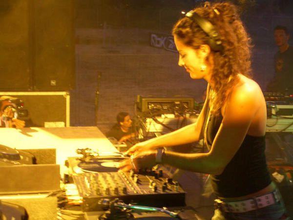 Electromind 2006 - Monde des Lumieres- Hiphop et Techno-Slum Village-Dj premier-Pete Rock-Hearttrob-Ritchie Hawtin-Anthony Rother-Technasia-VJ &amp&#x3B; Vjing-Xray Concept-KaXray-Pixray-Zero-Julie Meitz-Monde Vegetal-Andy C - Elisa do Brasil-MC Dynamite-Aphrodite-Futur Prophecies-VJ EMTV-VJ le Collagiste-VJ LeBranchu-G-moMonde des Glaces-Ellen allien-AlterEgo-David Caretta--Dave Clarke-Andrew Weatherall-Trentmoller Live-Joris Voorn-VJ ZedXray-VJ Citron Rouge-VJ Tofsan-Monde des Tenebres - hardtek -