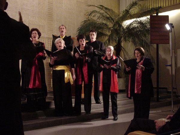 Ensemble Vocal Polychrome, de Rouen<p> Dirig&eacute&#x3B; par Benoit Gren&egrave&#x3B;che</p><p> Concert donn&eacute&#x3B; &agrave&#x3B; La Haye - Pays Bas - le 20 Octobre 2005 </p>