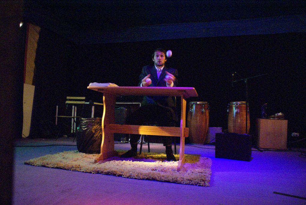 """Avec Chimère et Mélusine pour un triptyque de contes,Rémi et son spectacle """"solo de papier"""",et Mozaïk, mélange de chansons et musiques orientales, latino, jazzy"""