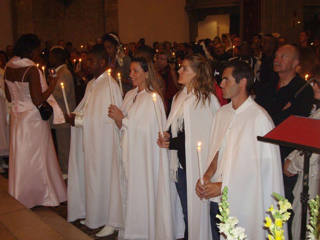 23 avril 2011. Nuit de joie ! Le Christ est ressuscité. Veillée pascale avec 8 baptêmes d'adultes à ND de Bon Voyage.