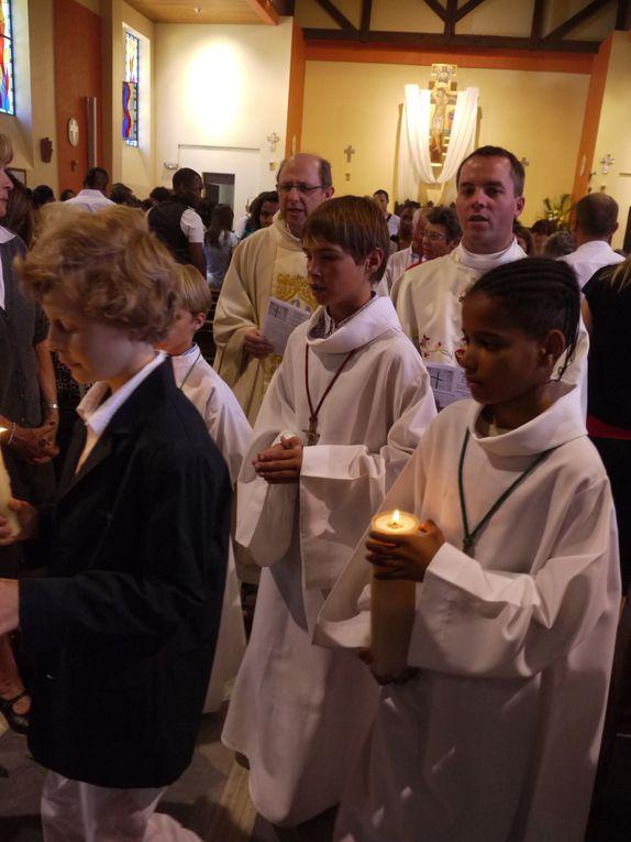 22 mai 2011. Premières communions des enfants du catéchisme au Prado.