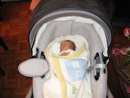 Des photos en vrac du jour de la naissance d'Emma, le 1er mars, au 06 mai 2006...