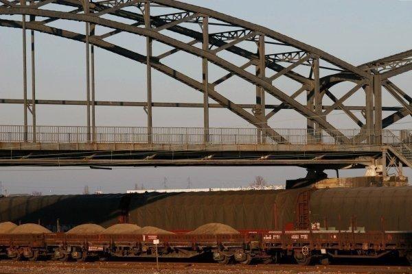 Un th&egrave&#x3B;me que j'appr&eacute&#x3B;cie, les trains et son environnement