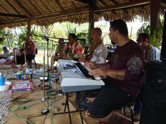 Quelques photos présentant l'artisanat local à Mata-Utu , puis qquelques photos de Maaletoli ( peche )