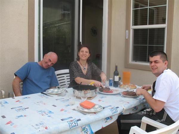 """<p class=""""MsoNormal"""" style=""""MARGIN: 0cm 0cm 0pt""""><span style=""""FONT-SIZE: 9pt&#x3B; FONT-FAMILY: Arial"""">L'album de la famille&nbsp&#x3B;et des amis qui partagent avec nous cette aventure</span></p>"""