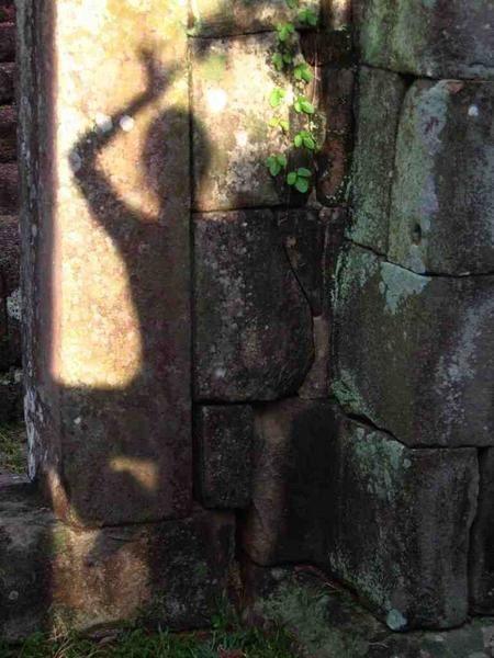 Entre deux gouttes de pluie, avec Péné, on est descendues à Paksé, faire un tour dans les Bolovens, puis dans les 4000 îles, pour finir à Siem Reap et visiter Angkor.
