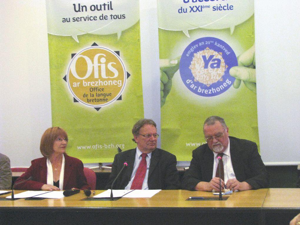 Vues de la signature de la Charte Ya d'ar Brezhoneg à la Mairie de Saint-Herblain le 15 mai 2009.