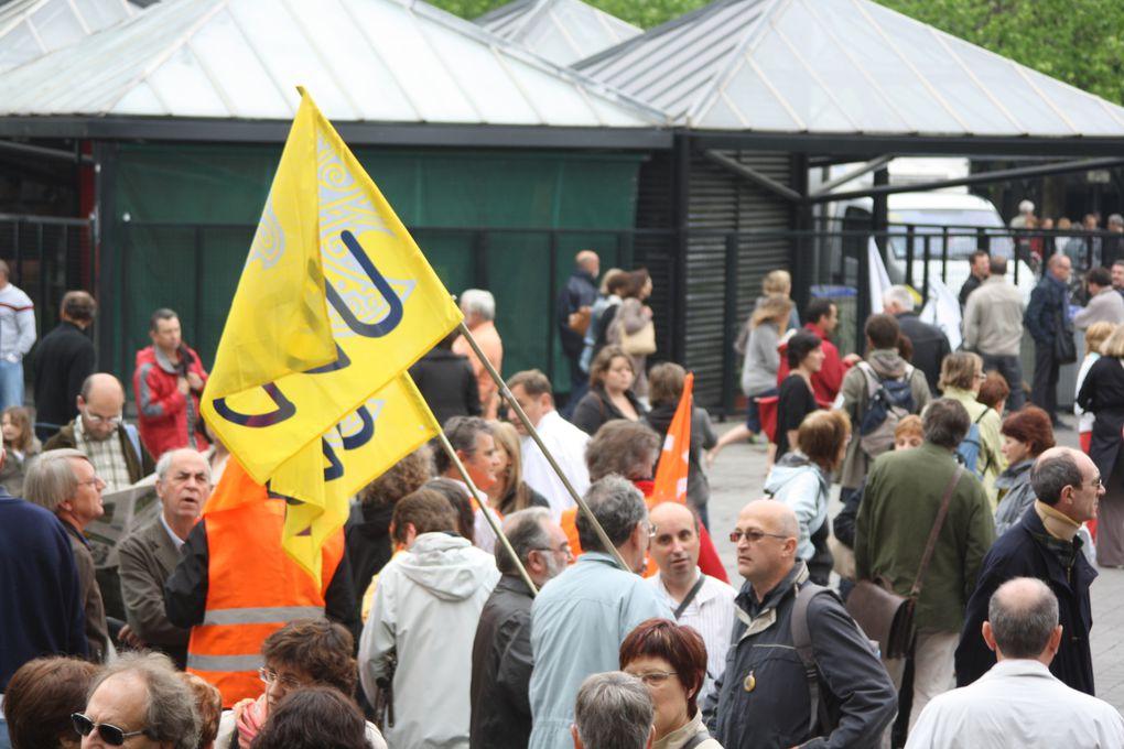 Vues de la manifestation pour les retraites, à Nantes, le 27 mai 2010. Entre 9000 et 17 000 personnes selon les sources.