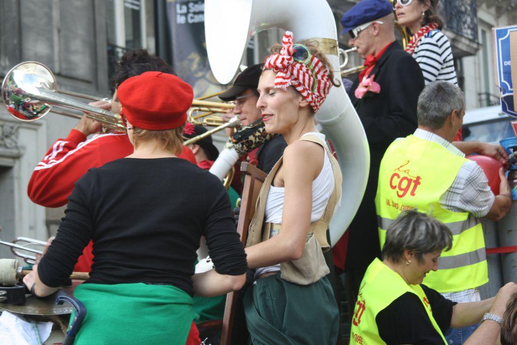 Vues de la manifestation pour l'emploi et les retraites du 2 octobre 2010 à Nantes.