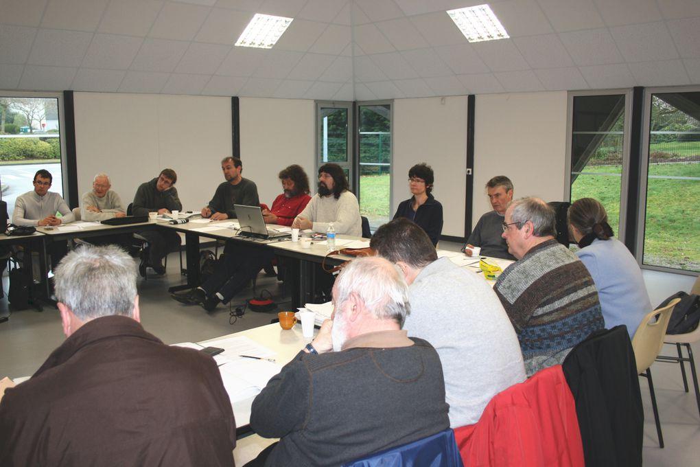 Vues de la réunion du Bureau politique de l'UDB à Plescop, près de Vannes, le 28 mars 2010, après les élections régionales.