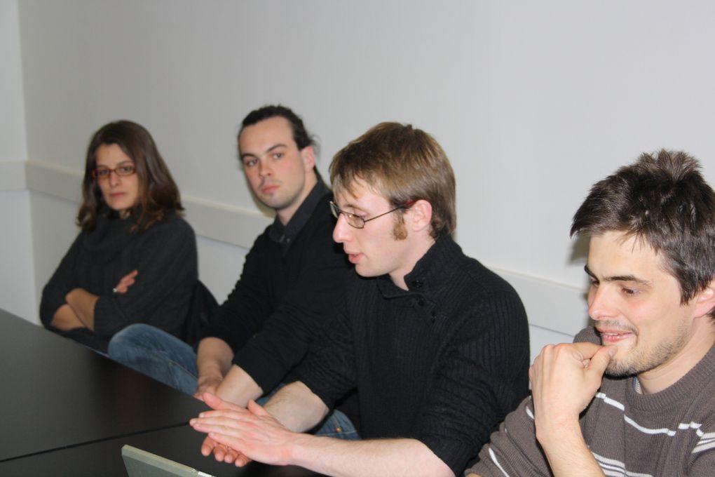 Vue de la réunion publique du 13 avril à Nantes sur la réunification, dans le cadre du Tro Breizh 2010 des Jeunes de l'UDB.