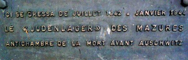 Le monument du Judenlager&nbsp&#x3B;en bordure du terrain de football des Mazures (ancien site du camp)