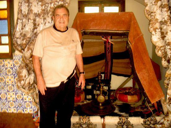 Miliana 2 octobre 2009 6 Cela faisait longtemps que je m'étais promis de me rendre à Miliana.....Patatra, la voiture s'est mise à chauffer...Alors en attendant sa réparation je suis resté au Musée visiter les lieux rendant hommage à l'émir Ab
