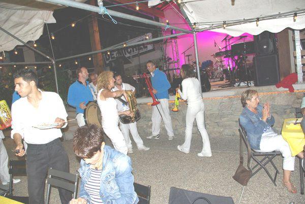 La fete orchestree par le groupe musical De MichelUne excellente soireeLe Pelerin