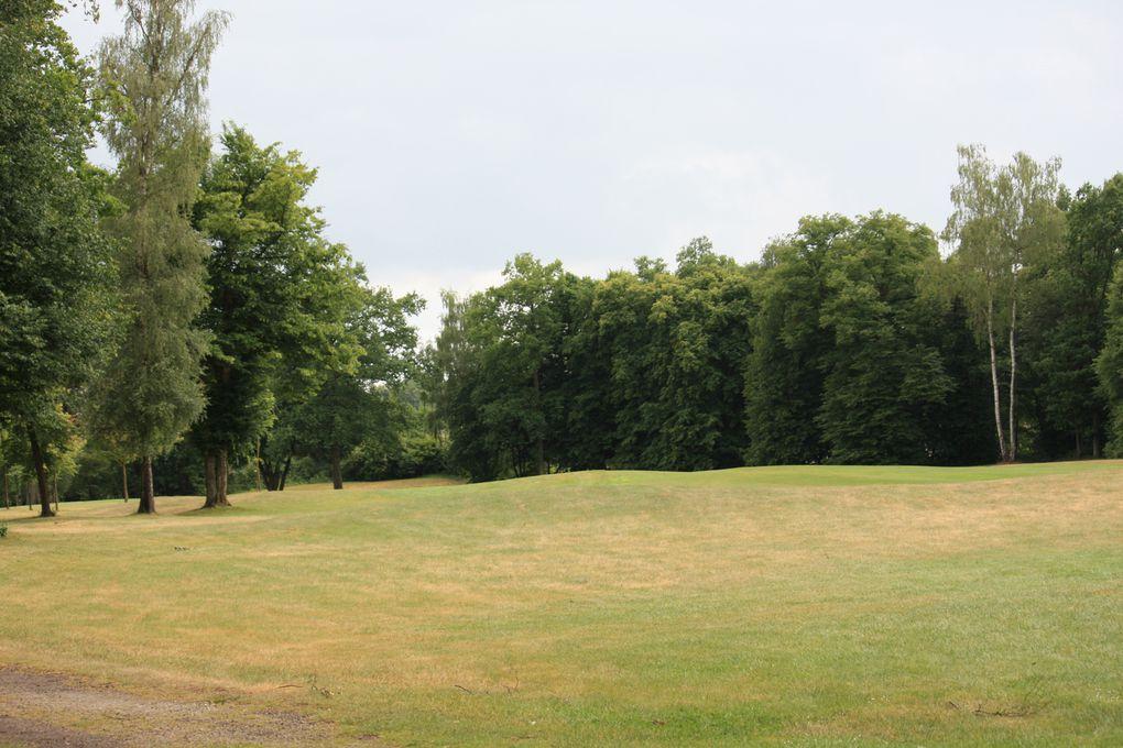 Golf d'ApremontChemin départemental 606, 60300 ApremontA proximité de Paris, entre Senlis et Chantilly, au cœur d'une forêt de 120 hectares.18 trous - Par 72 – 6.395m - Créé en 1992 par l'architecte John Jacobs.Photos: E.CRIVAT