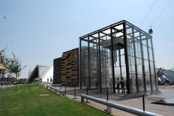 Photos: E.CRIVAT2008Emmanuel CRIVAT remercie le SNECOREP et GRUNDFOS pour leur aiemable invitation à l'EXPO ZARAGOZA 2008