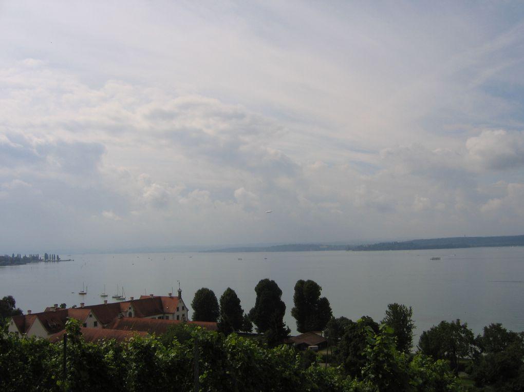 Brégence, situe sur la rive gauche du lac de Constance.Le temps fort est le Festival, pour lequel des réalisateurs mettent en scène des spectacles d'opéra sur une scène lacustre, avec l'Orchestre de Vienne.Photos: Mariela et Emmanuel CRIVAT