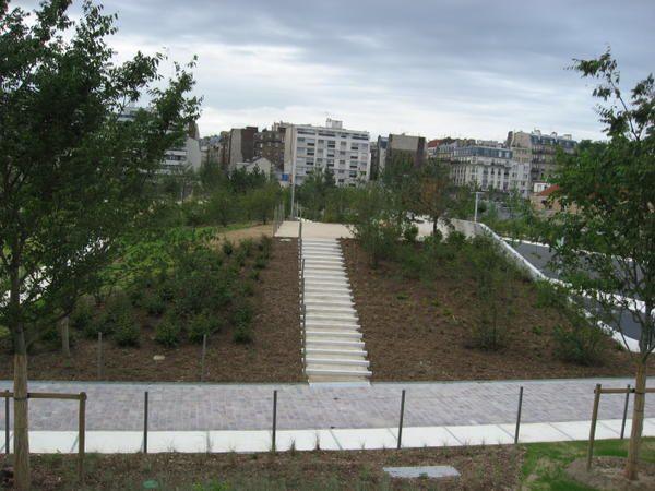 """<p><span style=""""FONT-SIZE: 8.5pt&#x3B; COLOR: #003366&#x3B; FONT-FAMILY: Verdana"""">Photos: &copy&#x3B;<personname w:st=""""on"""" productid=""""Emmanuel CRIVAT""""></personname>Emmanuel CRIVAT (07/07/07) </span></p><p>Photos du jour de l'inauguration du Parc de Clichy Batignolles</p>"""