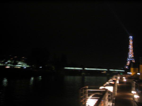 """<p><span style=""""FONT-SIZE: 8.5pt&#x3B; COLOR: #003366&#x3B; FONT-FAMILY: Verdana"""">Paris, la nuit sur la Seine</span></p><p><span style=""""FONT-SIZE: 8.5pt&#x3B; COLOR: #003366&#x3B; FONT-FAMILY: Verdana"""">Photos: &copy&#x3B;<personname w:st=""""on"""" productid=""""Emmanuel CRIVAT""""></personname>Emmanuel CRIVAT (2006-2007)</span></p><p><a href=""""http://www.archiliste.fr/recherche/details.asp?IDEntreprise=27548""""><font color=""""#5588aa"""" size=""""3"""">Emmanuel CRIVAT</font></a></p>"""