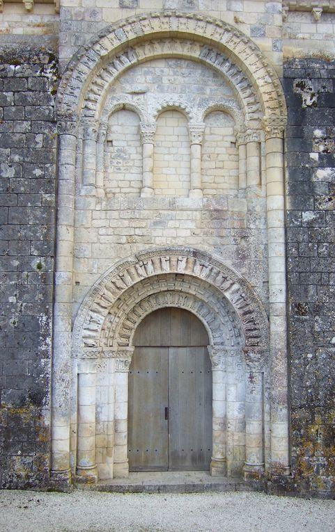 Charles et Stone compagnie du Tout par Terre...devant l'église de Brigueil-le-Chantre