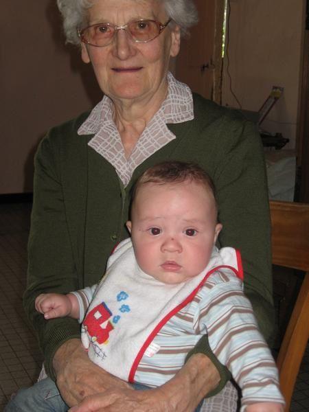 <p>Voil&agrave&#x3B; enfin des photos de mon p'tit n'veu!! et en prime des photos de ma famille</p><p>&nbsp&#x3B;</p>