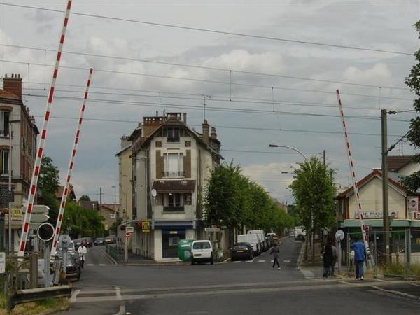 Photos du b&acirc&#x3B;timent de l'ancienne gare des Coquetiers &agrave&#x3B; Villemomble, &agrave&#x3B; la limite de Bondy.