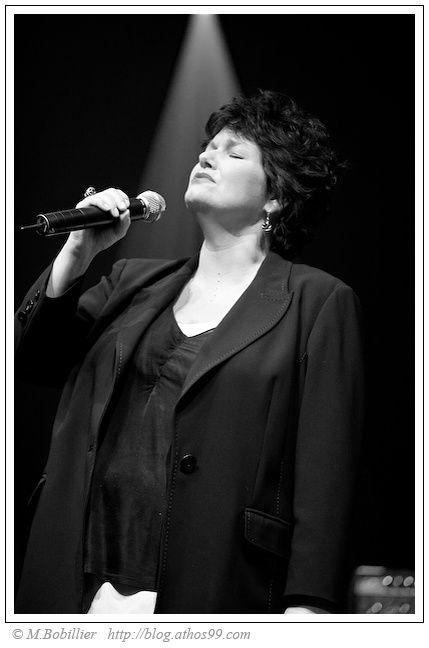 Une série de photos d'artistes chanteurs incomparable