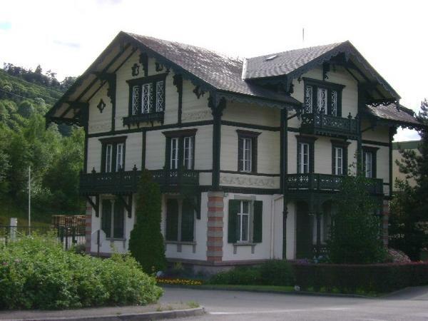 """<P>L'Alsace et surtout la bourse de Sainte-Marie-aux-Mines sont l'un de mes rendez-vous annuels !</p><p>Outre les visites touristiques, les pièces provenant ou photographiées lors de cette bourse peuvent être admirées ici.</p><p>Bon amusement !</p><p>Phil """"Fossil""""</p>"""
